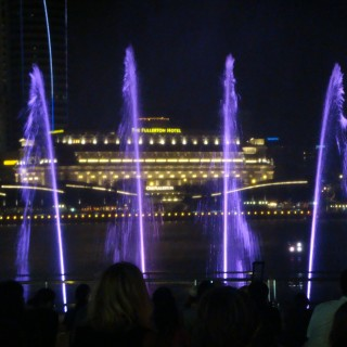 Wonderfull water and light show with the legendary Fullerton Hotel in the backdrop