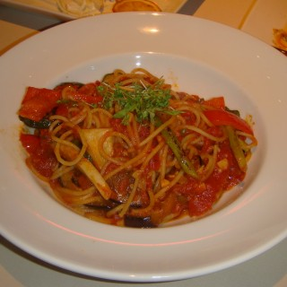 Spicy spaghetti with grilled vegetables