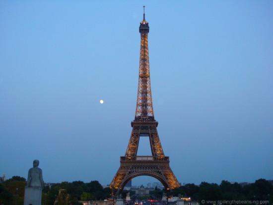 As the moon appears - Au revoir!