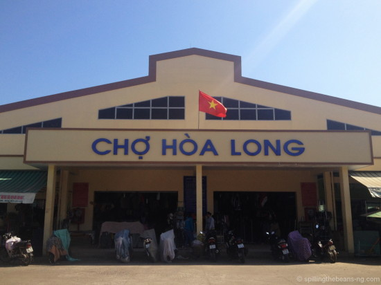 Local market with the Vietnamese flag
